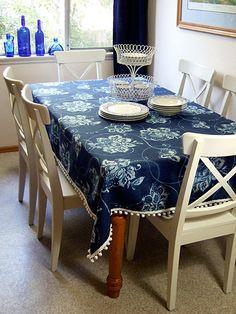 fabric and pom poms to make a table cloth. simple and sweet fabric and pom poms to make a table. Tablecloth Fabric, Tablecloth Ideas, Tablecloths, White Tablecloth, Make A Table, Ideas Hogar, Pom Pom Trim, Cloth Napkins, Dining Room Design