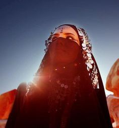 girl in niqab Niqab Fashion, Islamic Art Pattern, Hijab Niqab, Modest Wear, Islamic Clothing, Beautiful Hijab, Muslim Women, Beauty Women, The Dreamers