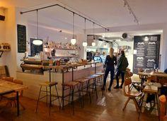 """Die """"Luncheonette"""", die von sich selbst behauptet mit ihrem Fine Food Deli ein Stück Brooklyn nach Hamburg zu holen, setzt sich damit jedes Mal aufs Neue hohe Ziele. Doch der Plan geht auf und so ist ein """"High-End Laden ohne 'tüddelüt' entstanden. Dabei setzen sie auf Sandwiches, Burger, Coffee, Lunch, Bar und Delikatessen. Den Plan …"""