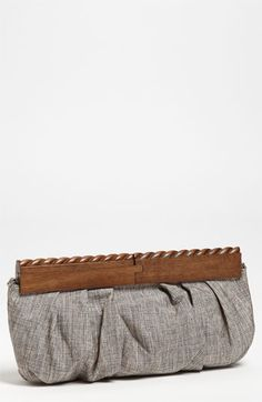 SR Squared by Sondra Roberts Linen & Wood Clutch available at #Nordstrom | Fechamento