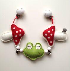 Kinderwagenkette aus Filz Frosch von Johanna Diehl auf DaWanda.com