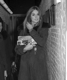 Jean Shrimpton attends the taping of 'The Merv Griffin Show' 1969 [WireImage] Woman Crush Wednesday Quotes, Jean Shrimpton, London Models, Nadja Auermann, Model Pictures, How To Look Classy, Fashion Images, Style Icons, 70s Icons