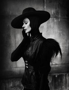 Evil Queen Fashion - Darkling by Elizaveta Porodina Black White Fashion, Dark Fashion, Gothic Fashion, Steampunk Fashion, Vintage Fashion, Black And White Portraits, Black And White Photography, Sleeping Beauty Fairy Tale, Mode Lookbook