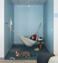 Eventbrite offices by Rapt Studio contain stadium seating and hammocks - San Francisco, CA, USA Corporate Office Design, Corporate Interiors, Workplace Design, Office Interiors, Corporate Business, Creative Office Space, Office Space Design, Office Interior Design, Design Studio Office