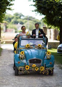 Des tournesols en folie ! Vrai mariage en Dordogne sur Trendy Wedding Wedding Trends, Trendy Wedding, Wedding Ideas, Wedding Looks, Perfect Wedding, Celine, Vintage Cars, Retro Vintage, Wedding Car Decorations