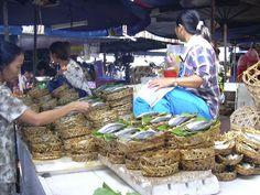 ベトナム、ホーチミン(2004年) 庶民の市場の干物の魚屋サン
