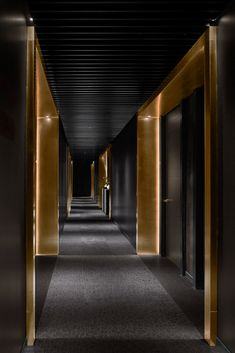 When it comes to getting a hotel ready to greet its guests, a lobby design is a tell-all. The entrance to a brand new world of luxury, these luxurious hotel lob Hotel Hallway, Hotel Corridor, Hotel Lobby Design, Modern Hotel Lobby, Design Entrée, Hotel Design Interior, Hotel Design Architecture, House Design, Modern Architecture