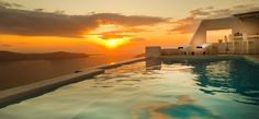 """A trip to the """"magnet"""" of the Cyclades: Santorini"""