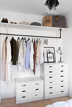 7 Ideas to transform a spare room into a closet (Daily Dream Decor) Too many clothes and not enough space in your bedroom? Well, it' time to think about a spare room. A pantry, a hallway, . Small Apartment Closet, Apartment Closet Organization, Small Closet Space, Small Closets, Storage Organization, Diy Storage, Closet Storage, Extra Storage, Small Storage