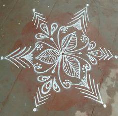 Free Hand Rangoli Design, Rangoli Ideas, Rangoli Designs Diwali, Kolam Rangoli, Simple Rangoli, Padi Kolam, Pooja Room Design, Beautiful Rangoli Designs, Sgraffito