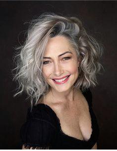 Long Gray Hair, Silver Grey Hair, Pelo Color Plata, Coiffure Hair, Grey Hair Inspiration, Great Hair, Hair Today, Pretty Hairstyles, Hair Looks