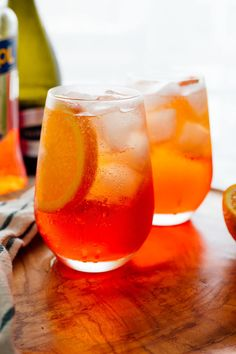 Pretend you're in Positano with a cold Aperol spritz! These classic Italian cocktails are bubbly and refreshing, and so easy to make at home. Find the recipe, origin and more on Cookie and Kate. Wedding Signature Drinks, Signature Cocktail, Winter Drinks, Summer Drinks, Energy Drinks, Aperol Spritz Recipe, Prosecco Sparkling Wine, Italian Cocktails, Peach Sangria