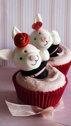 bunnies birthday cupcakes , originally uploaded by kylie lambert (Le Cupcake) . Piggy Cupcakes, Cute Cupcakes, Birthday Cupcakes, Cupcake Cookies, Cupcake Wars, Pretty Cakes, Creative Cakes, Mini Cakes, Cupcake Recipes