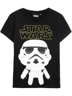 T-shirt med tryck av Disney's film Star Wars framtill. - Rak modell - Kort ärm- Rund halsringning - Enfärgad baksida- Bomullen kommer från mer hållbara bomullskällor