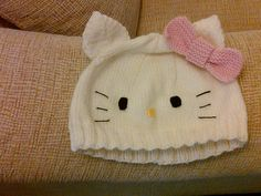 hello kitty knit hat (pattern free) - I'm thinkin' you're going to want to do this one :-)