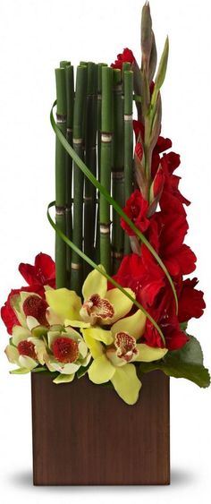 40 Good Ideas to Make Gladiolus Flower Arrangements for Your Home Decor #gladiolus #flowerarrangements #homedecor