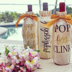 It's impolite to show up to a party empty-handed.. So dress up that last minute bottle of wine with one of our wine/champagne bags! 🍾✨ #popfizzclink