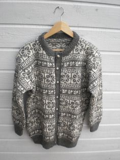 My grandpa was born and grew up at a place called Lote in Nordfjord. This pattern is from the area in Nordfjord. Norwegian Knitting, Fair Isle Pattern, Fair Isle Knitting, Knit Fashion, Knits, Knitting Patterns, Knit Crochet, Personal Style, Men Sweater