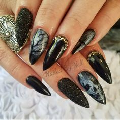 I thing I need to do some Halloween nails