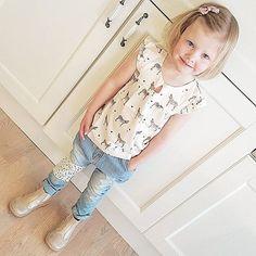 Supert søt bluse som virkelig faller i smak hos de små  #clairekids #clairekidsamanda #clairekidshaugesund #hustandclaire #bisgaard #outfitoftheday #cutestoutfitever #ministil #zebra #denlilleprikkenoverien [ c  l  a  i  r  e - k  i  d  s ]
