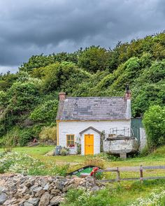 Houses In Ireland, Ireland Homes, Cottages In Ireland, Beautiful Homes, Beautiful Places, English Country Cottages, Irish Cottage, Cabins And Cottages, Oh The Places You'll Go