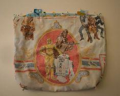 Hacer bolsas de la compra a partir de viejas sábanas. How to Turn Old Sheets into Shopping Totes - CraftStylish