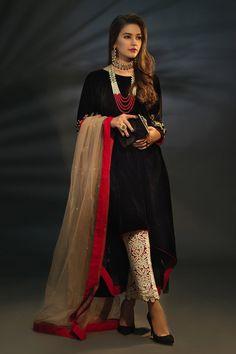 Ladies Velvet Suit, Lengha Blouse Designs, Stylish Dresses, Dress Casual, Plain Dress, 3 Piece Suits, Frocks, Lady, Kurtis