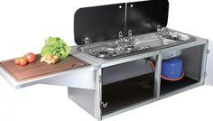 Slim van CAMPWERK. Een compacte maar complete keuken voor tenttrailer.