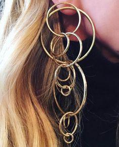 Large original earrings according to statement earrings trend - Diy bijoux - Gold Diamond Earrings, Big Earrings, Statement Earrings, Hoop Earrings, Jewelry Art, Jewelry Accessories, Fashion Jewelry, Jewelry Design, Jade Jewelry