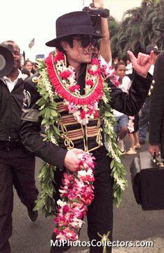Michael Hawaii <3 - michael-jackson Photo