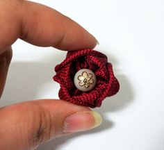 Handmade Flowers, Hair Pins, Projects To Try, Earrings, Ribbon Rose, Jewelry, Ideas, Baby Dolls, Roses