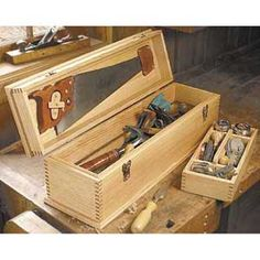 Build a Carpenter's Tool Box Antique Woodworking Tools, Woodworking Guide, Custom Woodworking, Woodworking Projects Plans, Woodworking Chisels, Woodworking Classes, Wood Tool Box, Wooden Tool Boxes, Wood Boxes