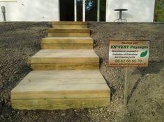 Création d'un escalier en traverses en Pin