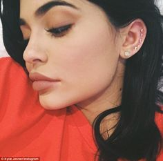 just in case you forgot image by Kylie. Discover all images by Kylie. Ear Peircings, Cool Ear Piercings, Multiple Ear Piercings, Body Piercings, Celebrity Ear Piercings, Ear Piercings Cartilage, Cartilage Earrings, Kylie Jenner Piercings, Kylie Jenner Style