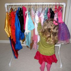 DIY children's clothing rack made of PVC pipe. need this for Gabes room
