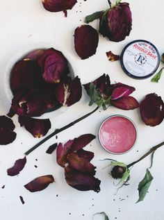 Learn how to make this DIY Rosebud Salve Blush (Diy Soap Petals) Homemade Blush, Homemade Skin Care, Homemade Beauty, Diy Beauty, Blush Beauty, Rosebud Salve, Dried Rose Petals, Free People Blog, Homemade Face Masks