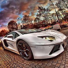 Awesome photo of a totally awesome car! - Lamborghini Aventador