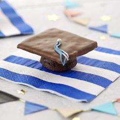 Graduation Party Food Ideas: Mortarboard Cupcakes #Hallmark #HallmarkIdeas