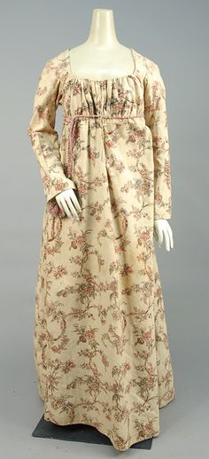 LOT 536 REGENCY PRINTED COTTON GOWN, 1800 - 1805. - whitakerauction