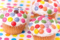 With the countless cake-decorating shows on TV at the moment, crazy-cool confections are having a major trendy moment. So why not take a cue from the tube and host a real-life cupcake contest for all your buds? Love Cupcakes, Baking Cupcakes, Yummy Cupcakes, Cupcake Recipes, Baby Birthday Themes, Half Birthday, Cupcake Day, Ate Too Much, Cake Decorating