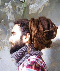 Holy moly! I cannot imagine how long his dreads are!! Wow!