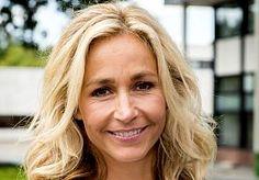 31-Aug-2015 13:14 - WENDY VAN DIJK TRAKTEERT BRUIDSPAAR OP HUWELIJKSDANS. RTL4-presentatrice Wendy van Dijk (44) was voordat zij op de buis kwam professioneel danseres. En dat vak beheerst de getalenteerde blondine nog…...