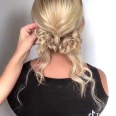 Effortless Side Braid - 30 Elegant French Braid Hairstyles - The Trending Hairstyle Box Braids Hairstyles, French Braid Hairstyles, Cool Hairstyles, Updo Styles, Long Hair Styles, Cute Updo, Updo Tutorial, Long Hair Video, Trending Hairstyles