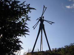 Sculpture en bronze par Jean-Marc de Pas, rond-point du moulin d'Ecalles à 10 km de l'atelier à Bois-Guilbert Sculpture, Le Moulin, Point, Utility Pole, Bronze, Atelier, Sculpting, Sculptures, Statue