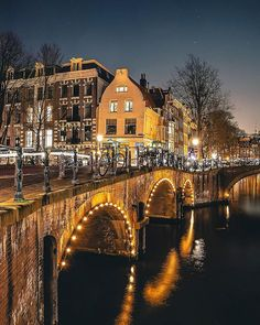 One of the most photogenic spot in Amsterdam! Have a great Sunday evening! . .