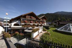 Außenansicht des AKZENT Hotel Schatten in Garmisch-Partenkirchen.