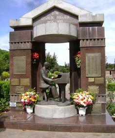 tumba de Osvaldo Pugliese, cementerio de chacarita, buenos aires, argentina