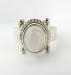 White Cat's Eye Ring Sterling Silver Ring Vintage by LeesStuff
