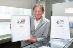 Hans Schullin freut sich über weitere zwei Preise. (Foto GEOPHO) Tudor, Design Awards, Suit Jacket, Breast, Win Prizes, Culture, Kunst, Jacket, Suit Jackets