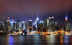 New York holiday deals are here to wake you from the slumber and get in the groove of this city. And cheap New York Hotels are there to keep you from overspending on your trip. Nyc Skyline, New York City Skyline, Houston Skyline, Manhattan Skyline, Night Skyline, Lower Manhattan, New York Wallpaper, City Wallpaper, Manhattan Wallpaper